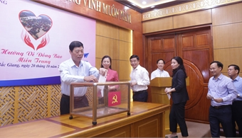 Organizations and agencies in Bac Giang province donate to Fund for the poor and flood victims in Central region