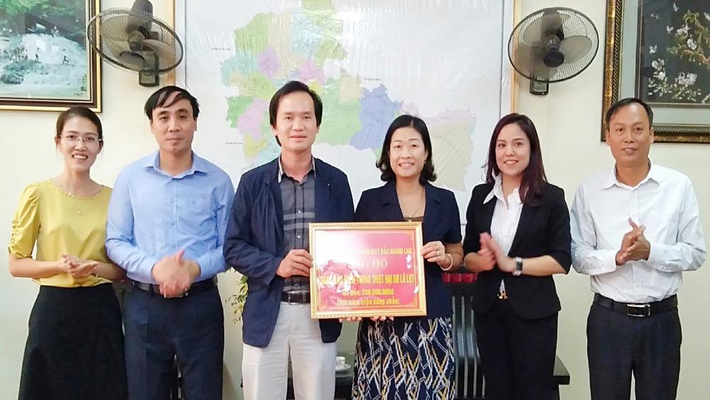 Công ty cổ phần Tổng Công ty May Bắc Giang LNG ủng hộ đồng bào miền Trung 200 triệu đồng