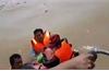 Cứu nạn 6 người bị lật thuyền khi cứu trợ tại Quảng Bình