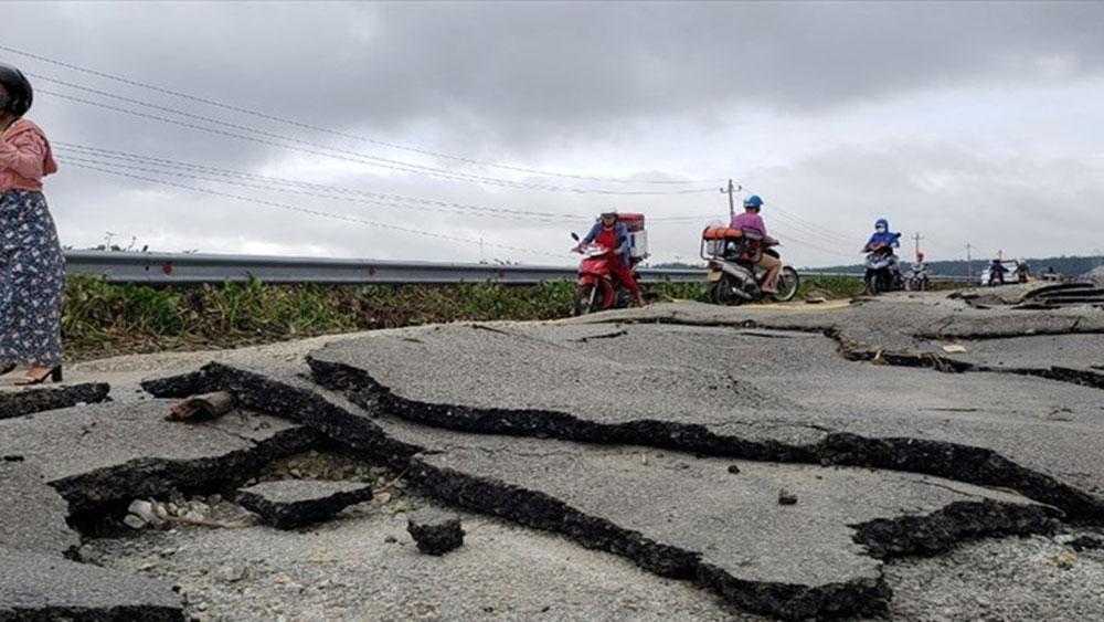 Mưa lũ tại miền Trung, Thiệt hại, giao thông , ước tính 350 tỉ đồng