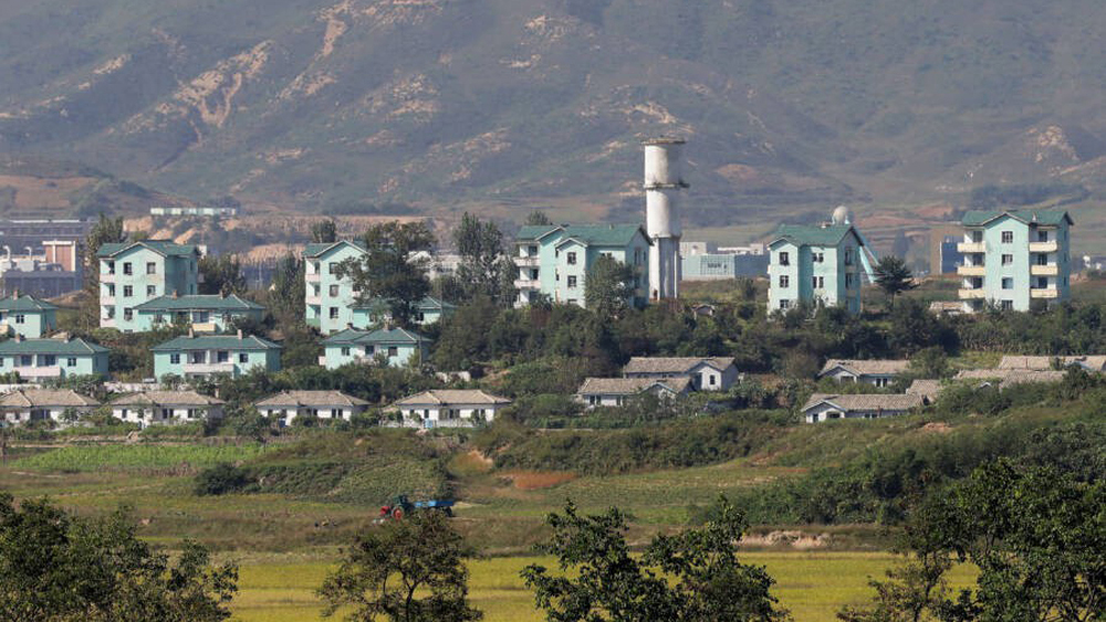 """Bí ẩn """"làng hòa bình"""" Kijong-dong ở biên giới liên Triều"""