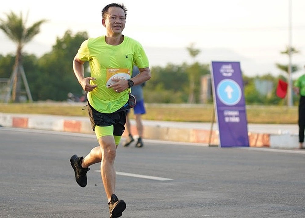 thermal power engineer, miracles exist, epic marathon, Dinh Nam Binh,  2 percent chance of living, first race, conquering Everest