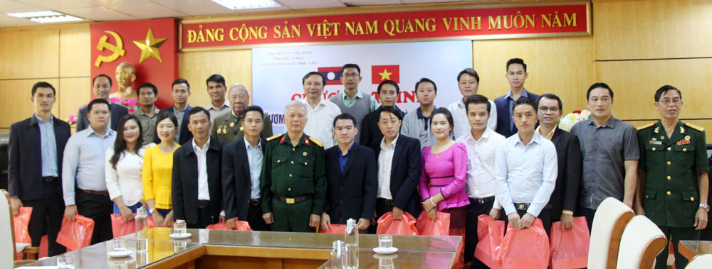 Laos students, farming model, Yen Dung district, Bac Giang province,  Vietnam Union of Friendship Organizations, Nurturing friendship sprout