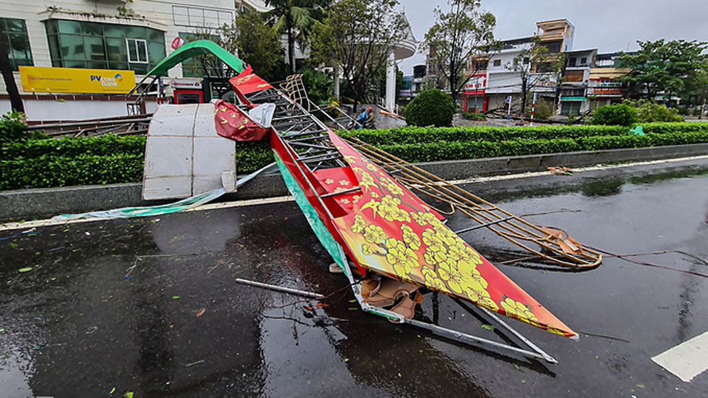 Storm Molave, mightiest in 20 years, makes landfall, central Vietnam, most powerful storm,  heavy rains, strong winds