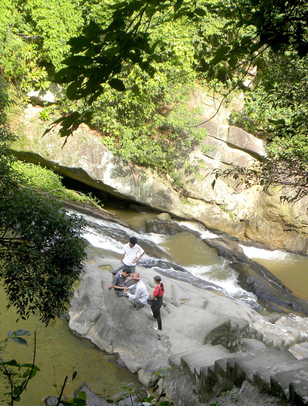 Suối Mỡ - điểm du lịch sinh thái, tâm linh nổi tiếng ở Lục Nam.
