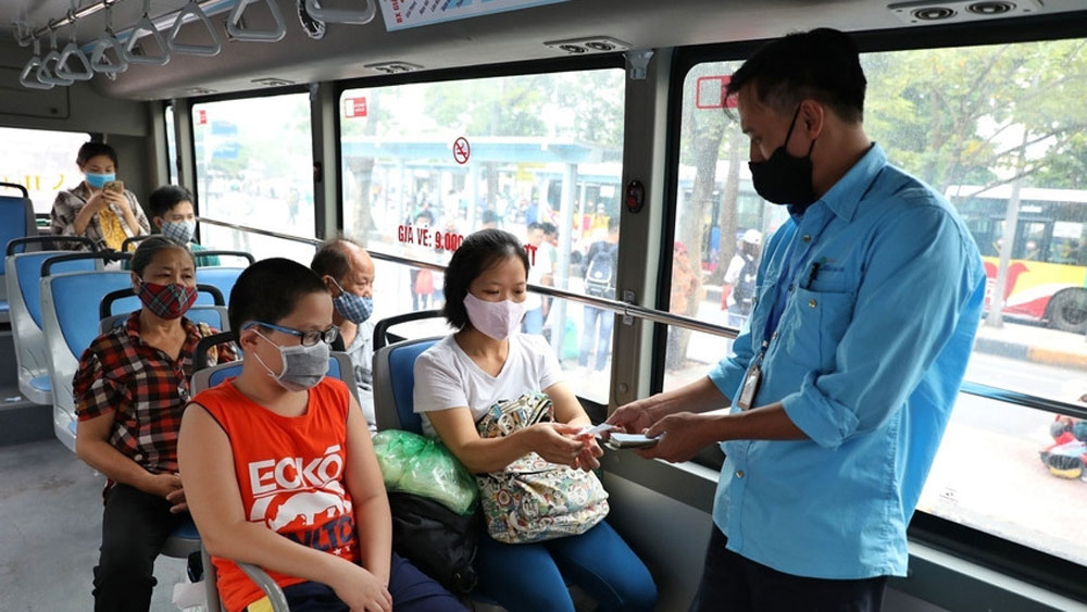 Hanoi, wearing masks, public spaces, prevent virus resurgence, Covid-19 pandemic, public transport, no community transmission