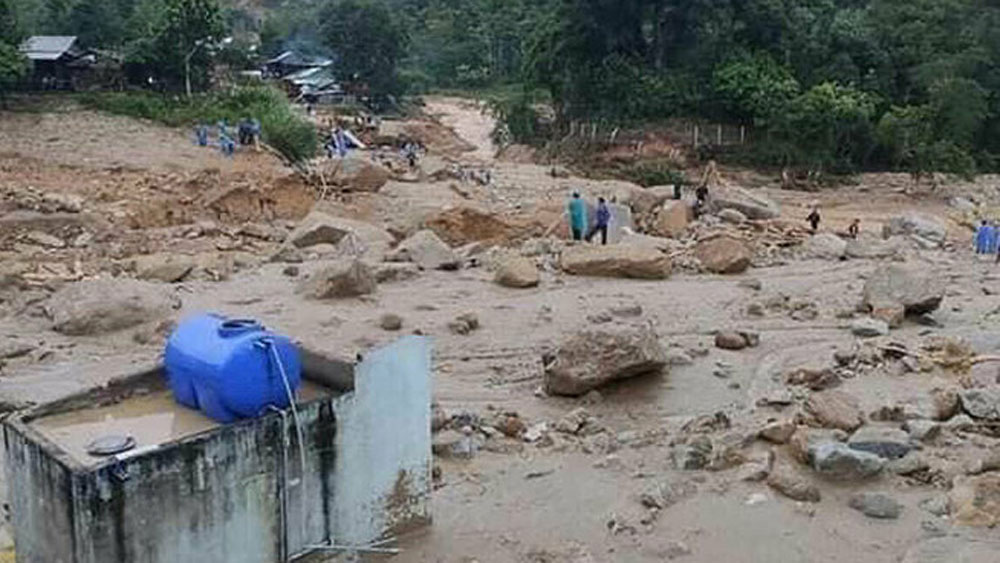 Another Quang Nam landslide, kills one, leaves 10 missing, the same family, rescue personnel, difficult-to-access locality