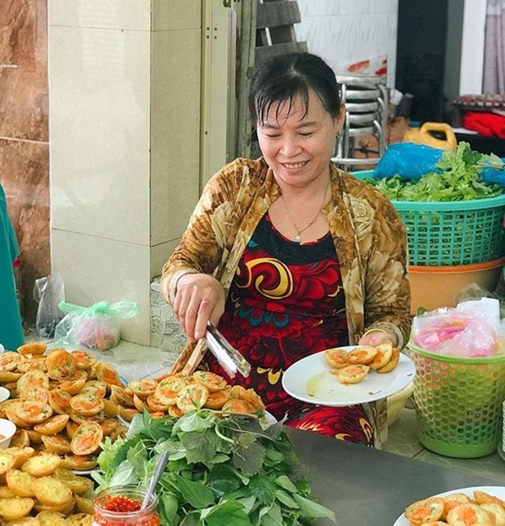 One-cent shrimp pancakes, HCMC street food scene, Deep-fried, savory shrimp pancakes, sour fish sauce, fresh herbs