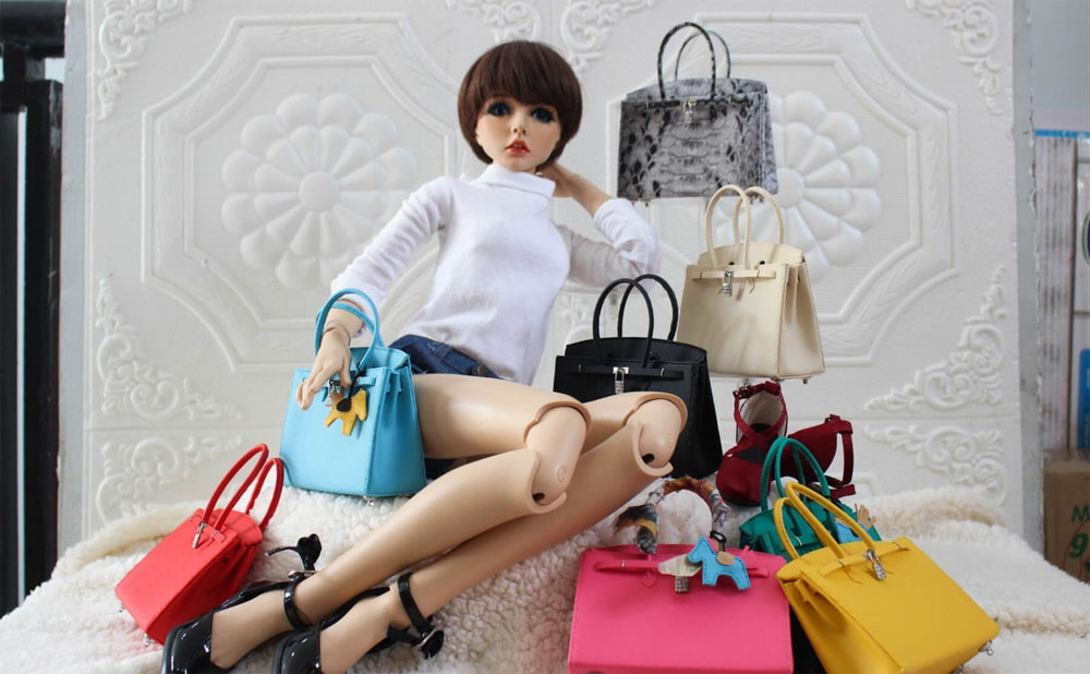 Colorblind artisan, miniature doll pouches, making accessories for the doll, Nguyen Le Lam Doan, primary school, Small bags