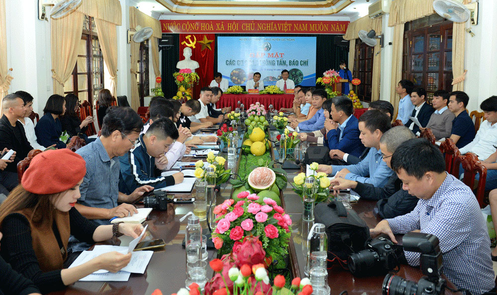 Luc Ngan fair, orange, pomelo, signature products, Bac Giang province, high quality fruits, sustainable trend, regional center of fruit transaction