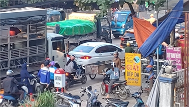 Bắc Giang: Va chạm với xe tải, nam thanh niên đi xe máy tử vong