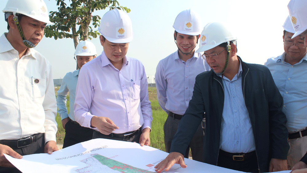 Bac Giang speeds up site work at Hoa Phu industrial park