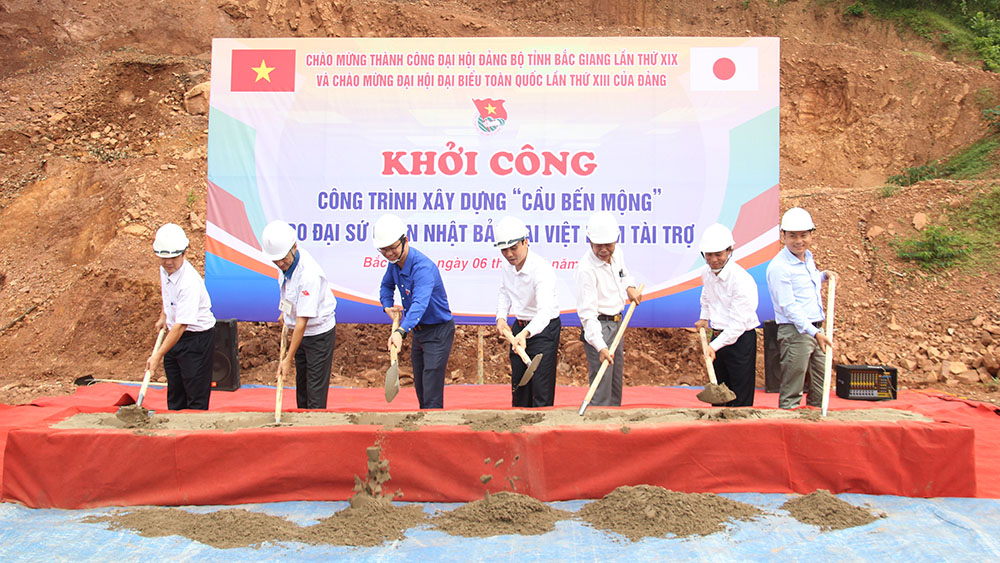 Construction of Ben Mong bridge started in Luc Son commune, Luc Nam district