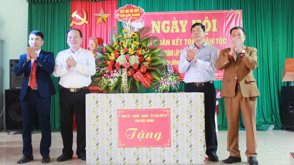 Ủy viên T.Ư Đảng, Chủ tịch HĐND tỉnh Bùi Văn Hải dự Ngày hội Đại đoàn kết toàn dân tộc tại Hiệp Hòa