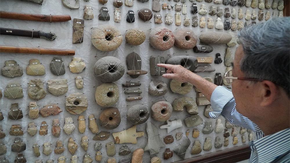 Collector spends decades hoarding 15,000 prehistoric artifacts