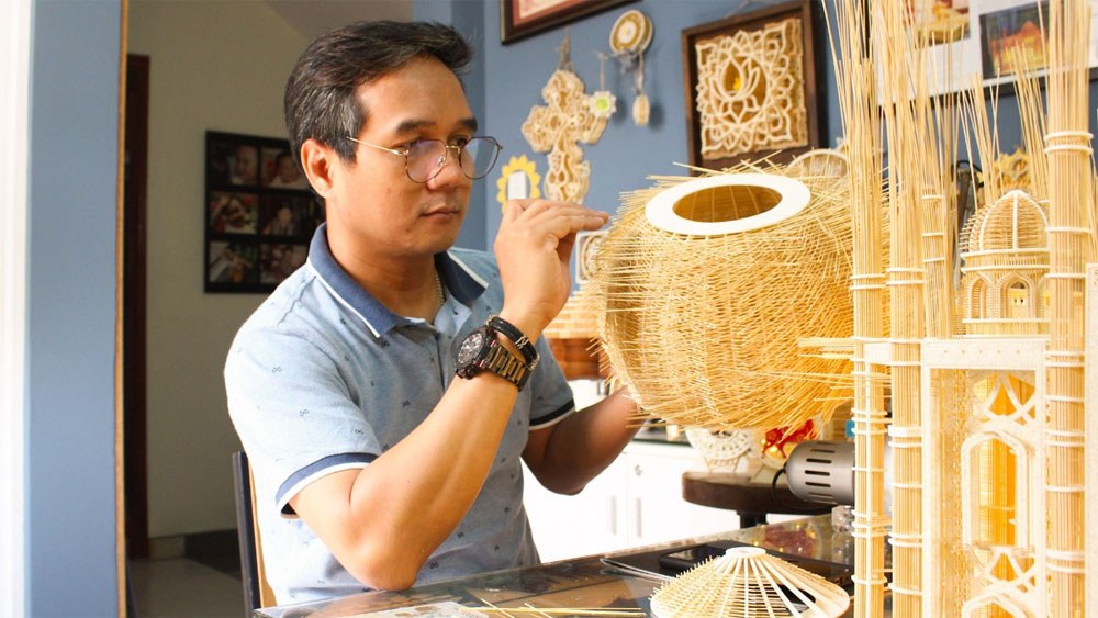 HCMC man, replicas of iconic buildings, toothpicks, Famous landmarks,  Hoang Tuan Long, skilled hands, musical instruments, care and meticulousness