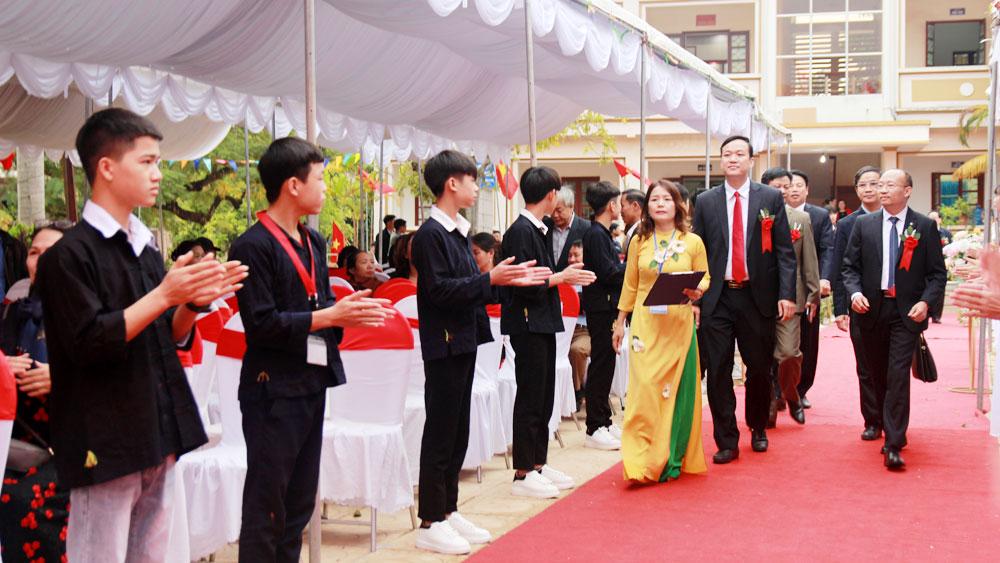 Trường Phổ thông DTNT huyện Lục Ngạn đón nhận Bằng khen của Thủ tướng Chính phủ