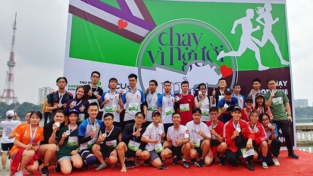 Nearly 1,000 people run for a healthy Vietnam