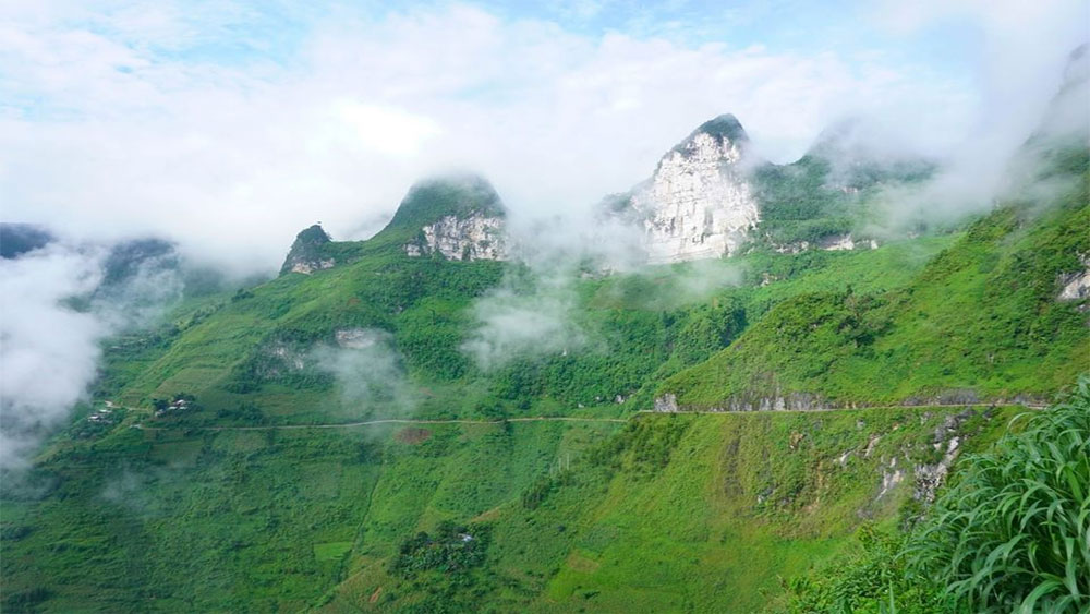 Du Gia, fairyland, Ha Giang province, charmingly curves, eponymous capital, different shades of natural, cultural beauties, lush green hilltops