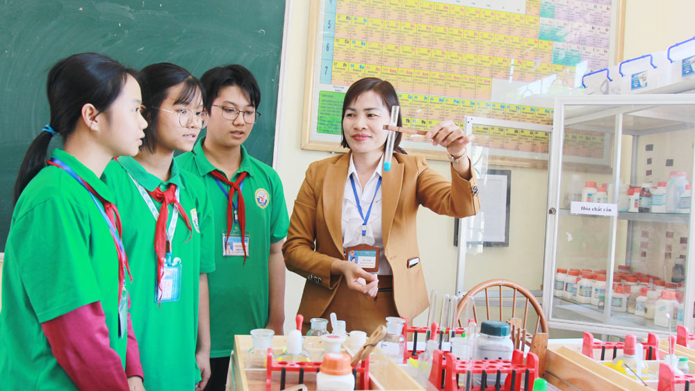 Two teachers in Bac Giang recognized outstanding teachers nationwide in 2020