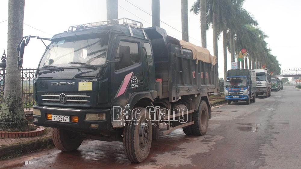 Lạng Giang: Xử lý hàng loạt xe chở đất vi phạm tải trọng