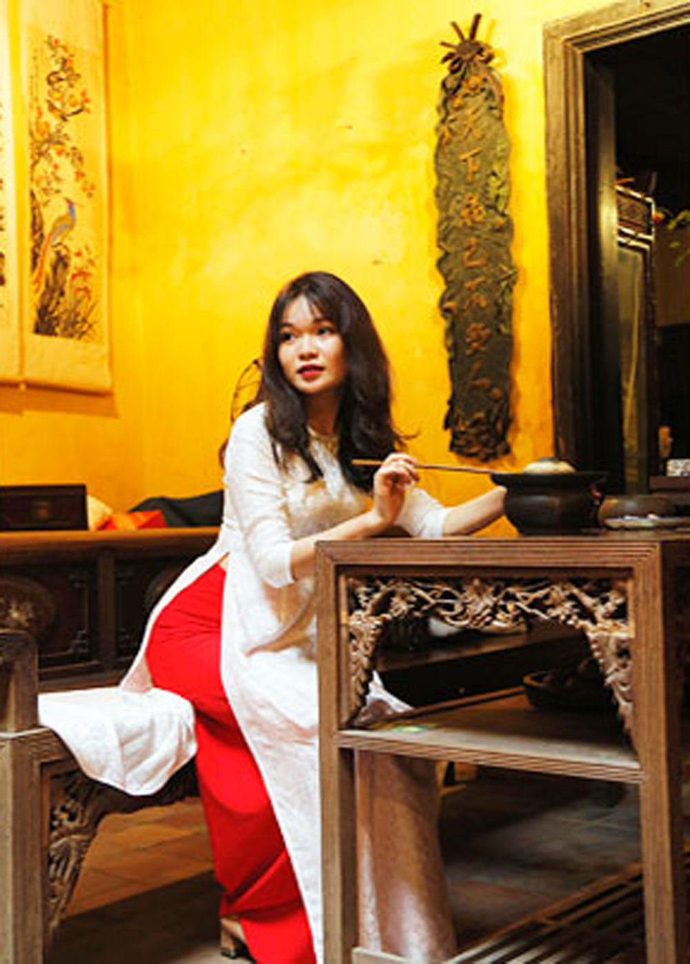 Ao Dai, symbolic costume, Vietnamese women, long-standing historical, cultural tradition, aesthetic concept, national spirit