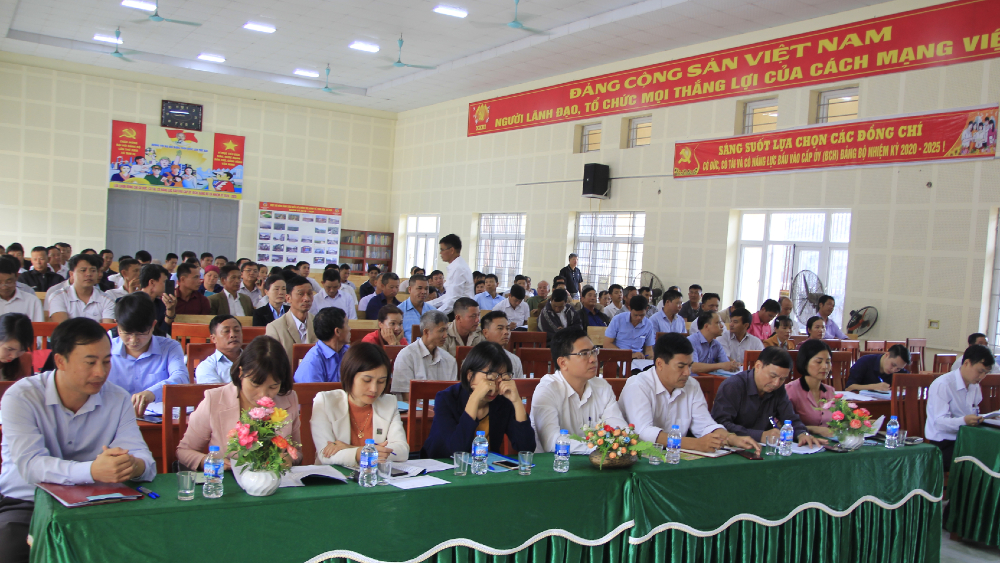 Toàn cảnh buổi tọa đàm giữa doanh nghiệp với nhà nông về liên kết sản xuất, tiêu thụ sản phẩm nông nghiệp.