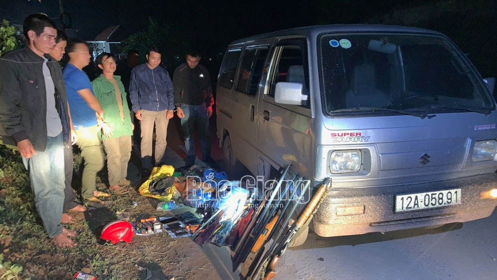 Bắc Giang: Kiểm tra xe ô tô thu 9 súng tự chế