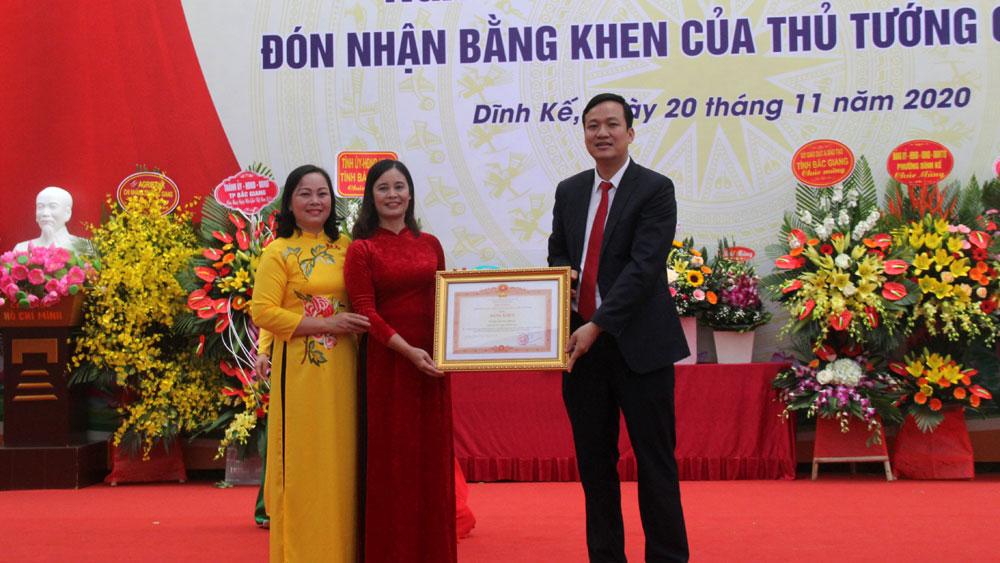 Phó Chủ tịch UBND tỉnh Lê Ô Pích dự Lễ kỷ niệm Ngày Nhà giáo Việt Nam tại Trường Tiểu học Dĩnh Kế