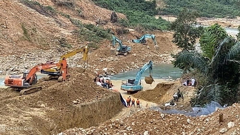 Sixth body,central Vietnam landslide site, Rao Trang 3 hydropower plant, search operations, camping areas, floods and landslides