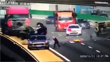 Tài xế hỏng xe thoát chết giữa cao tốc