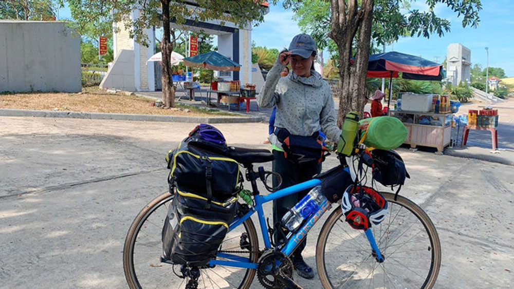 Cyclist, north-south Vietnam, journey of rediscovery, Lan Nguyen Hue Trang,  people's kindness, cycle trip, back to nature, unpredictable journey