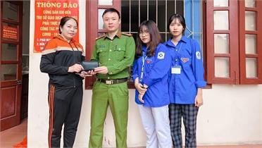 Hai học sinh Trường THPT Thái Thuận nhặt được của rơi trả người đánh mất