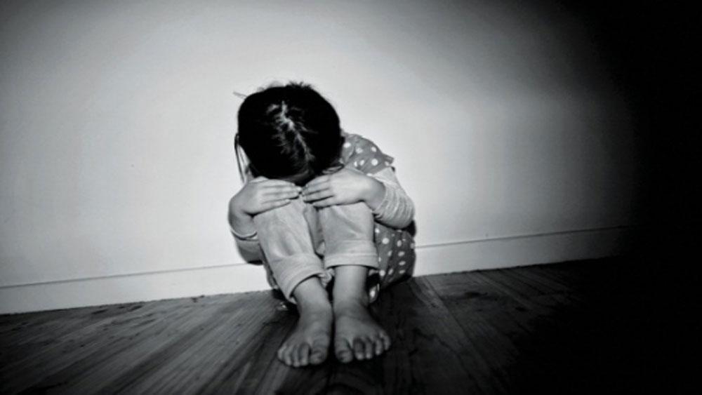 Bé gái 3 tuổi , nguy kịch, chấn thương sọ não,  mẹ đẻ bạo hành