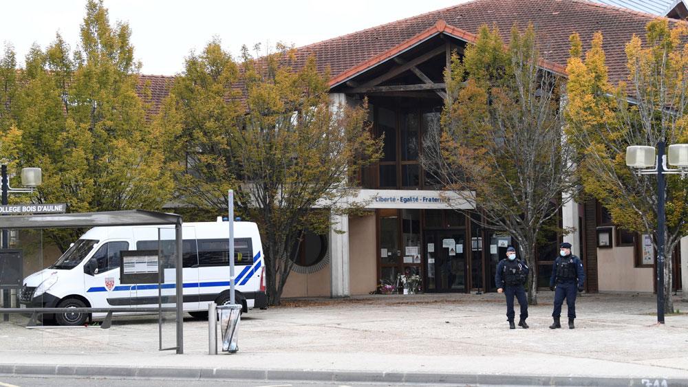 Pháp: Thêm 4 học sinh bị buộc tội liên quan đến vụ giáo viên dạy lịch sử bị sát hại