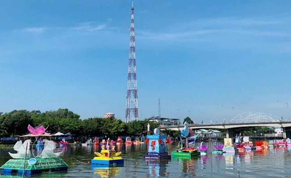 Can Tho city, flower garland, lantern festival, Ninh Kieu Wharf, light show,  folk games, live traditional music