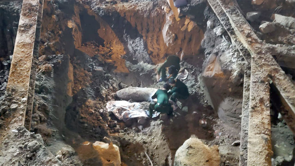 War legacy: large bomb found in downtown Hanoi