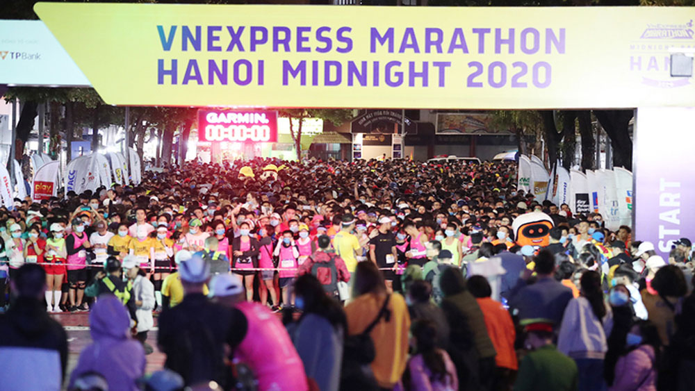 VnExpress Marathon lives up Hanoi nightlife
