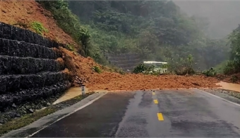Landslide triggered by heavy rains separates Nha Trang, Da Lat
