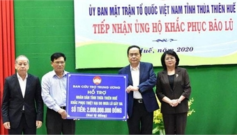 Further aid packages presented to flood-hit residents in Thua Thien Hue