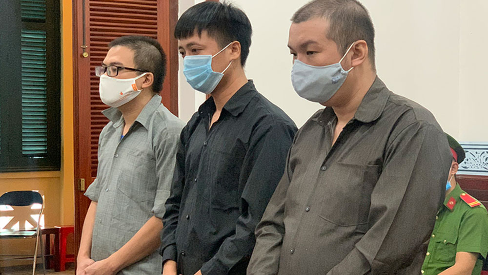 Three jailed for smuggling 21 Chinese into HCMC amid Covid-19 campaign