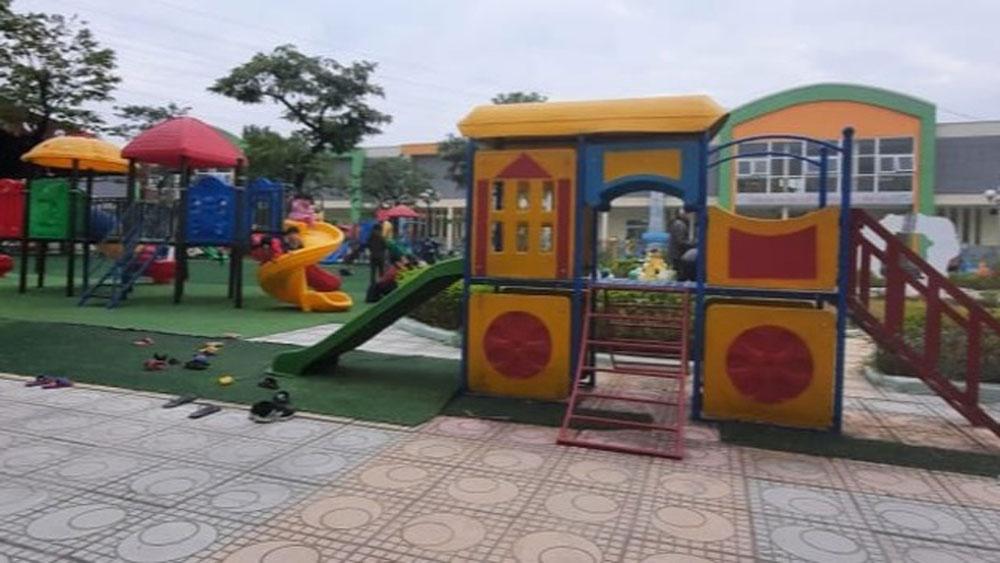 Hà Nội: Bé mầm non 4 tuổi nguy kịch sau giờ chơi ngoài trời ở trường
