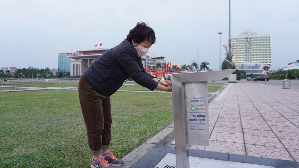 Lắp đặt 2 trụ nước uống sạch miễn phí tại Quảng trường 3-2 (thành phố Bắc Giang)
