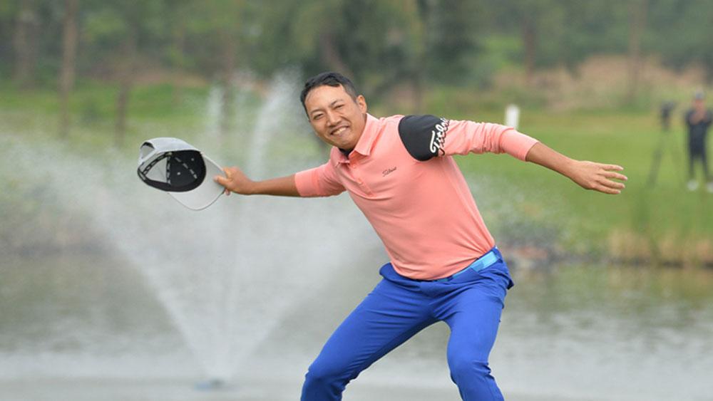 Newly turned pro golfer, Vietnam Masters trophy, Quang Ninh golfer, Do Hong Giang, FLC Vietnam Masters