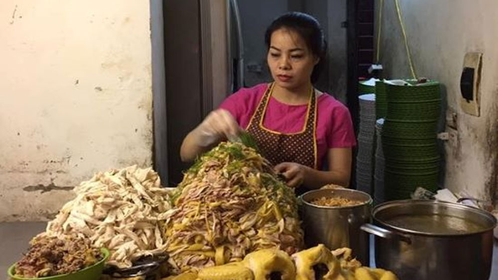 Late-night chicken pho options in Hanoi