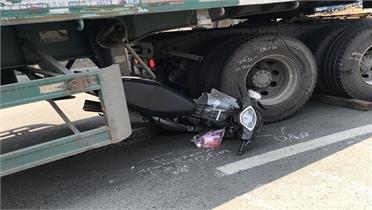 Bắc Giang: Xe đầu kéo va chạm với xe máy, một người tử vong