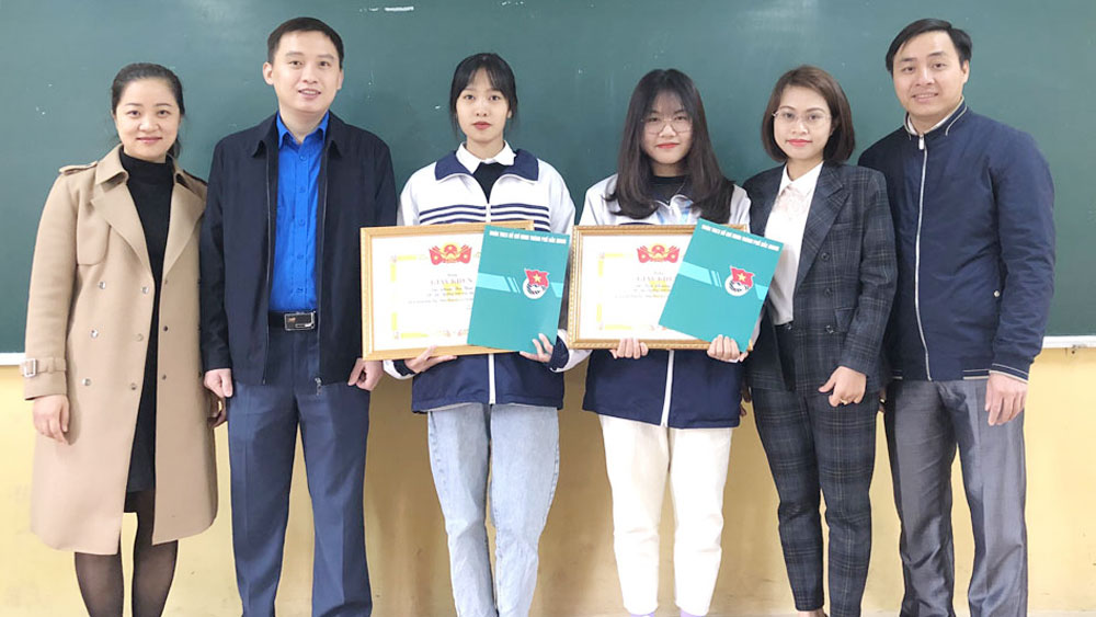 Bac Giang Youth Union honors 6 youths for good deed