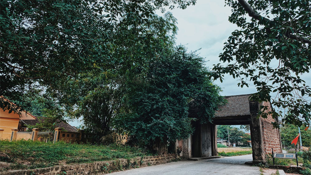 Duong Lam village, charms visitors, ancient ambiance, typical northern Vietnam village,  tranquil and nostalgic, weekend getaway
