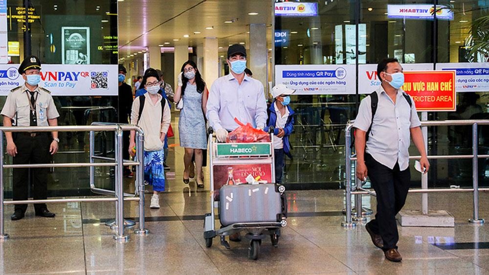Maskless flight passengers face $130 fine: aviation authority