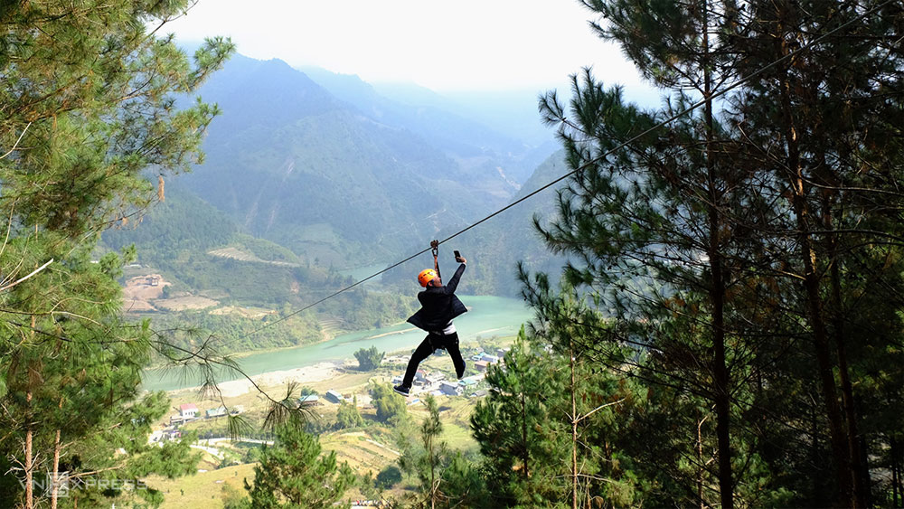 Slither over Yen Bai's lovely landscapes on a zipline